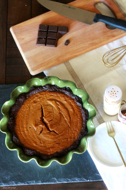 Brownie Bottomed Pumpkin PIe // gluten free // treatswithatwist.com
