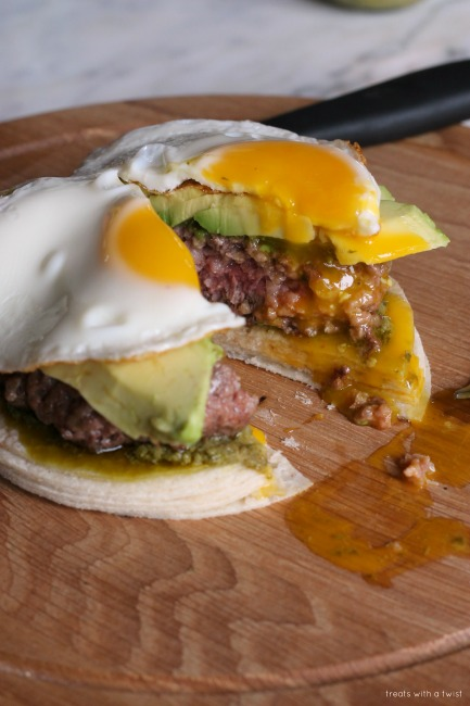 California Brunch Burger // gluten free, Burger month! // treatswithatwist.com