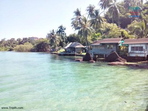 มองจากสะพานก็จะเห็นที่พักครับ เกาะหมากโคโค่เคป รีสอร์ท