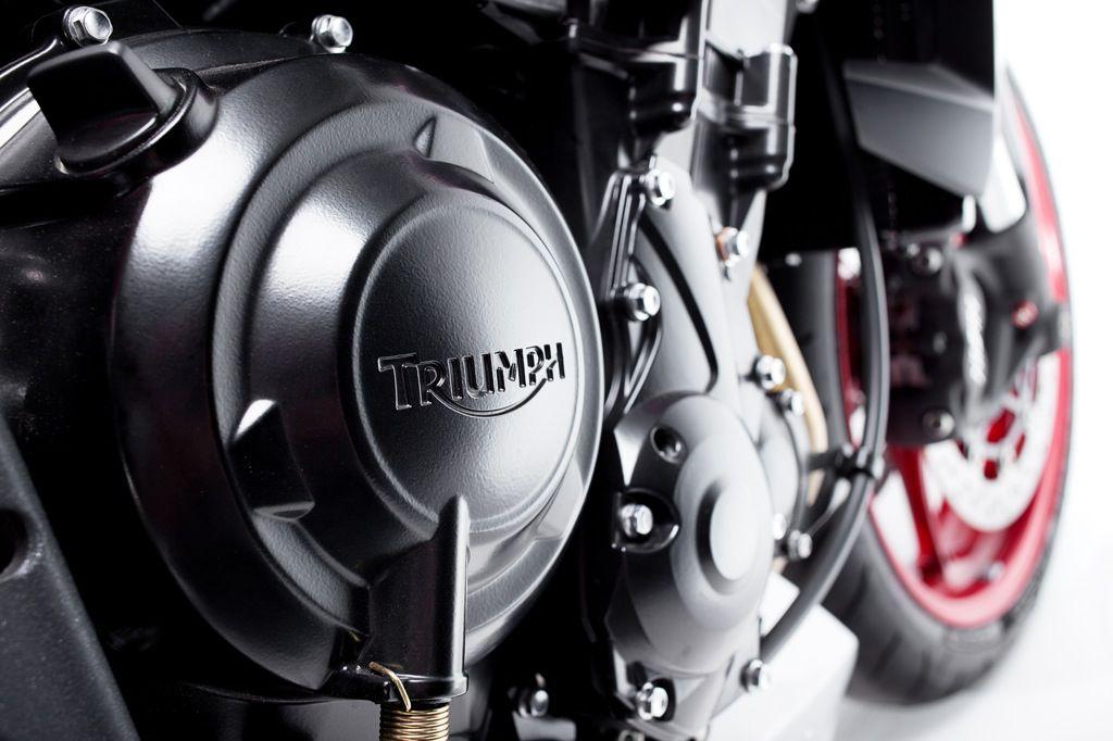 2015_Triumph_Street_Triple_RX_14