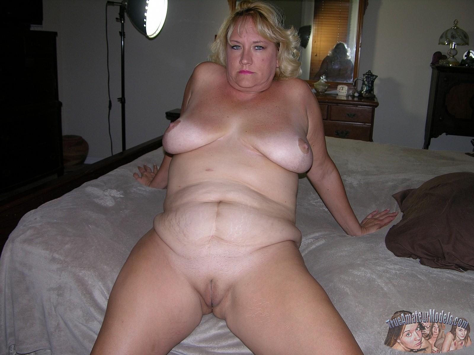 amateur mature nude women bedroom