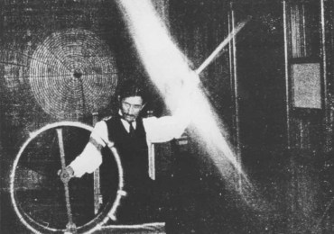Tesla experiments with currents of High Voltage and High Frequency in 1899.