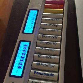 eneloop16本同時チャージ!単3 単4対応 LCDディスプレイ付充電器TGX16が便利だ!!