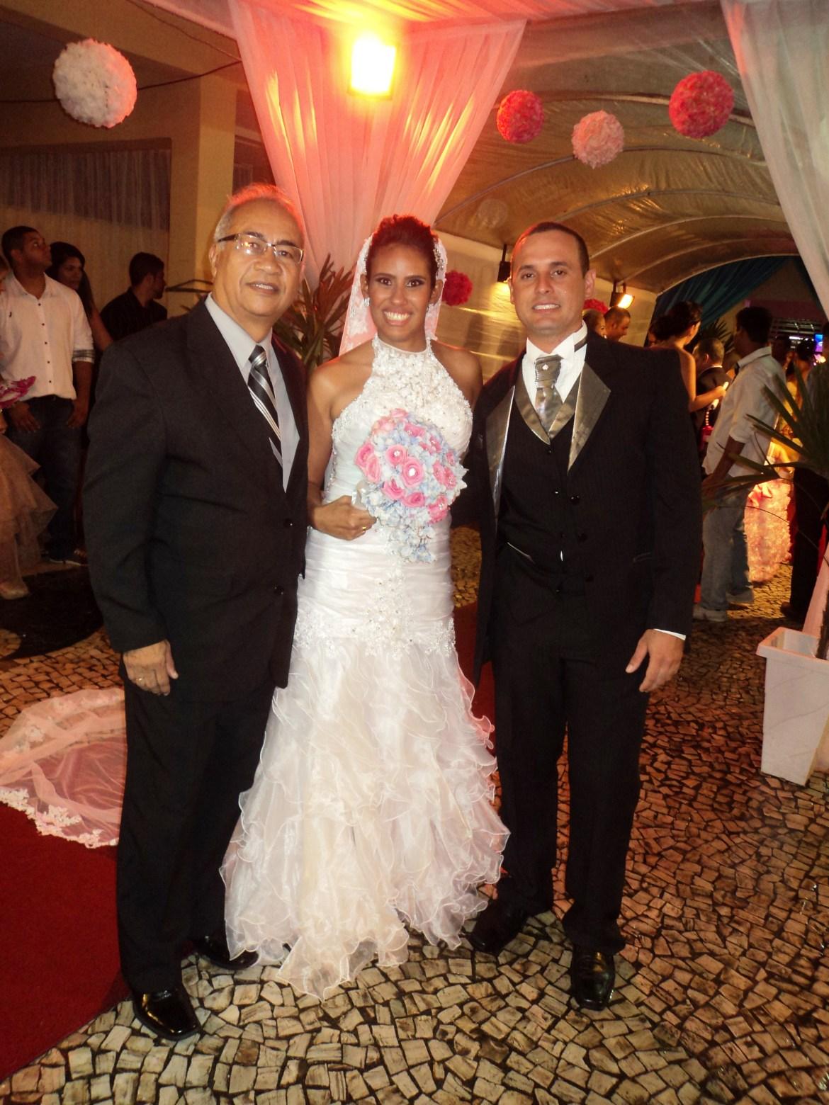 Foto Túlio com noivos Renata e Lesley