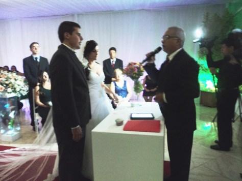 foto da cerimônia Tales e Natali, 8.3.14, com Túlio de Celebrante, Casa Monet