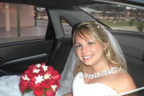 Noiva chegando para a cerimônia do casamento.
