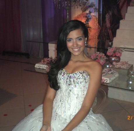 Foto da debutante Dayanna, filha do cantor Latino.