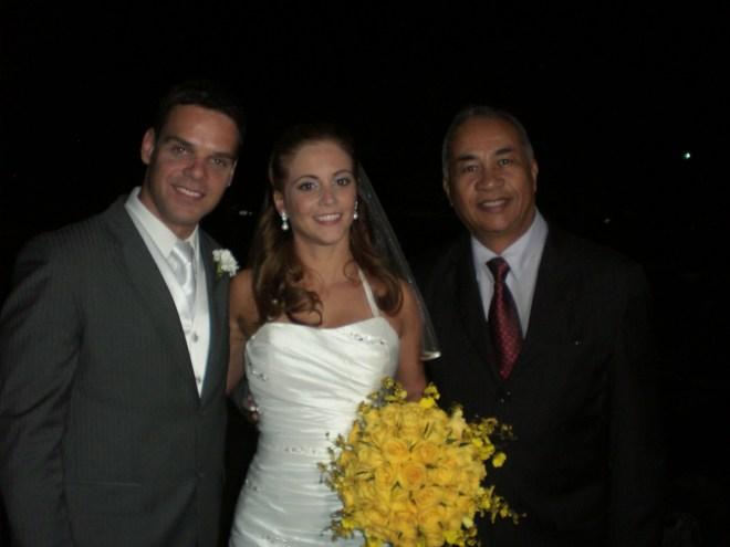 Túlio(à direita) com os noivos.