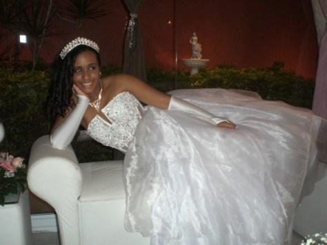 A linda debutante Rayane Nogueira logo após o cerimonial