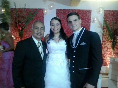 Na foto Túlio de Pinho com os noivos Lilian e Bruno