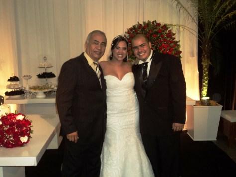 Foto excelente para site , Túlio com os noivos Bruna e Clayton