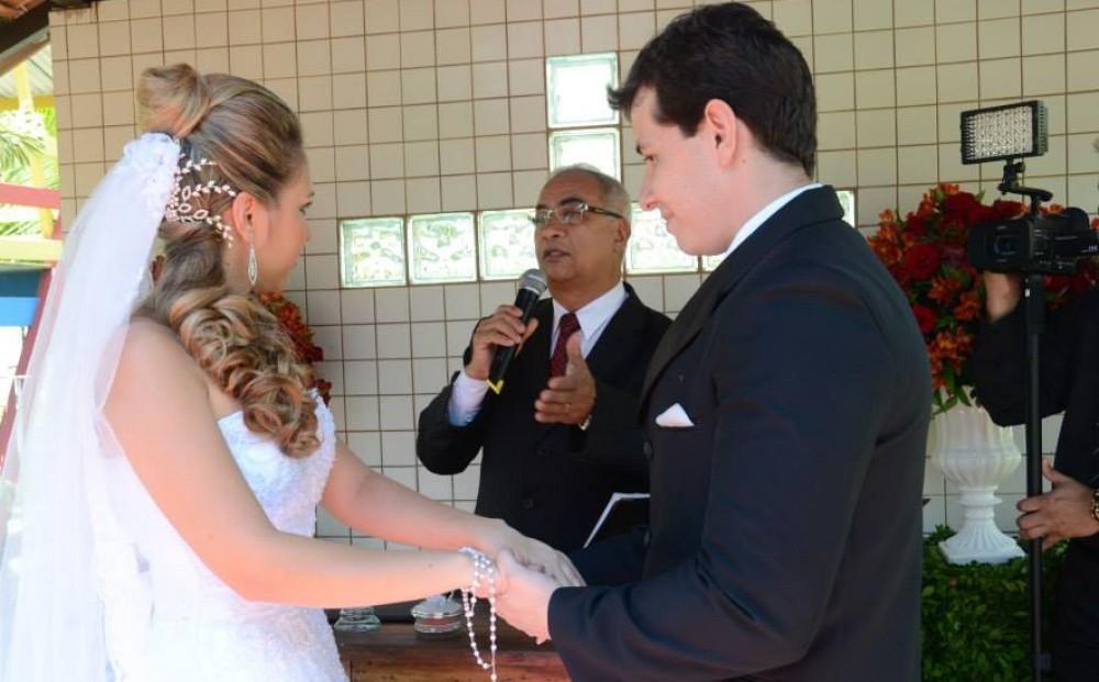 cropped-cropped-Foto-Túlio-celebrando-casamento-Prsicila-e-Gilson-Sitio-Vc-e-eu.jpg