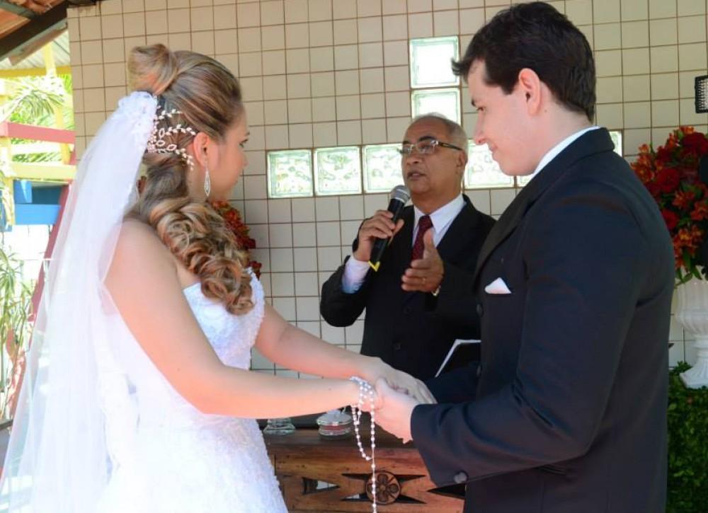 cropped-Foto-Túlio-celebrando-casamento-Prsicila-e-Gilson-Sitio-Vc-e-eu.jpg
