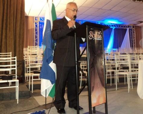 Túlio apresentando formatura na Casa de Espanha Humaitá RJ