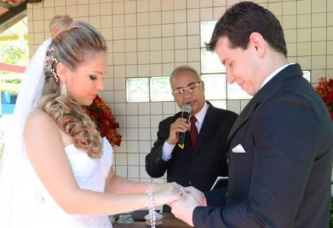 cropped-Foto-Túlio-durante-cerimônia-de-casamento-Priscila-e-Gilson.jpg