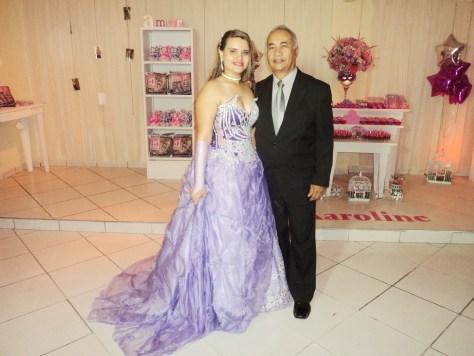 Foto da debutante com Túlio de Pinho.