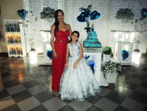 foto da mãe da debutante Maiara, Marcia leda com a sua filha menor,22.8.14