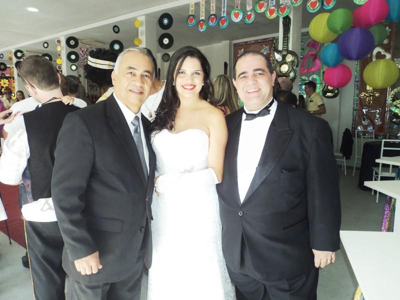 FOTO BOA TULIO COM NOIVOS SANDRA E LUIZ, 6.9.14, ITABORAI