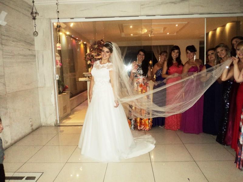 Foto da noiva Camila Aguiar com suas madrinhas.