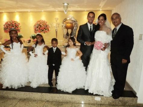 foto Túlio com noivos Silvana e Emerson, daminhas e pajem, Lescamar, 16.1.15