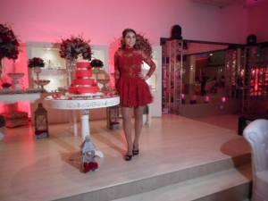 Foto de Gabriela com a roupa que iniciou a festa.