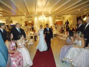 Foto entrada da noiva Renata com seu pais, casamento, 15.8.15, Palladium