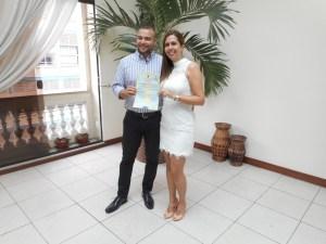 foto-dos-noivos-ja-com-certidao-de-casamento-16-9-16