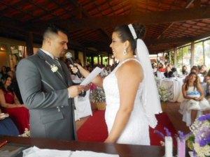 Foto troca de votos dos noivos.