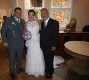 Foto dos noivos com Túlio de Pinho