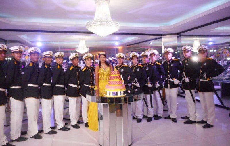 Cerimonial de 15 anos na Casa de festas Jardim Casarão em Bangu,RJ.
