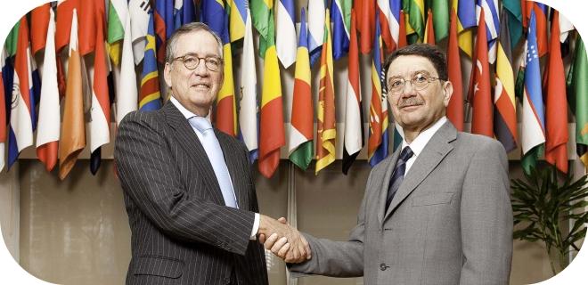 El Secretario General de la Organización Mundial del Turismo, Taleb Rifai, y el Presidente de la Fundación Banesto, Antonio Basagoiti, han presentado hoy en la sede de la OMT, en Madrid, el acuerdo de cooperación suscrito por ambas organizaciones.