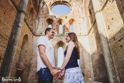 engagement in san galgano tuscany photographer