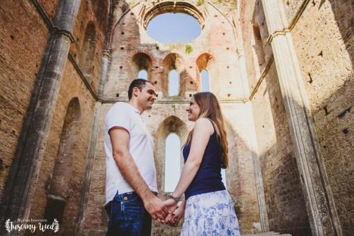 engagement in san galgano tuscany photographer