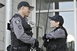 Flashpoint - Lewis Young (Mark Taylor) and Jules Callahan (Amy Jo Johnson)
