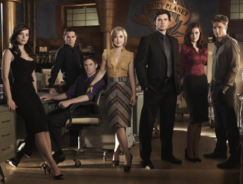 Erica Durance as Lois Lane, Sam Witwer as Davis Bloom, Aaron Ashmore as Jimmy Olsen, Allison Mack as Chloe Sullivan, Tom Welling as Clark Kent, Cassidy Freeman as Tess and Justin Hartley as Oliver Queen - SMALLVILLE