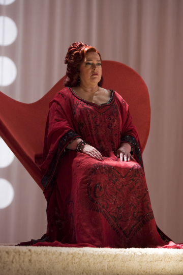 Kathy Bates as The Queen of Hearts in Alice