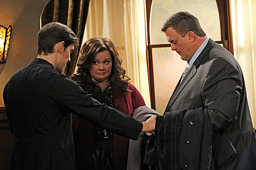 "Mike & Molly ""Molly Can't Lie"" Season 2 Episode 19"