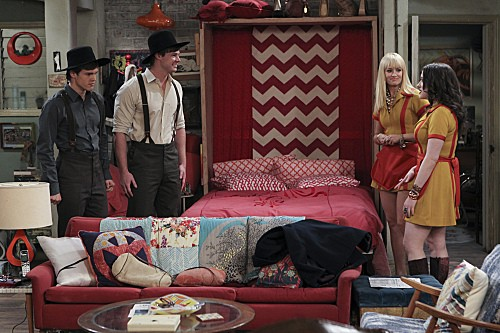 2 Broke Girls Season 2 Episode 7 And The Three Boys With Wood (4)