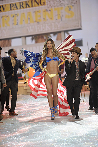 THE VICTORIA'S SECRET FASHION SHOW 2012 (9)