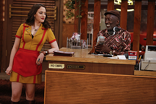 2 Broke Girls Season 2 Episode 14 And Too Little Sleep (3)