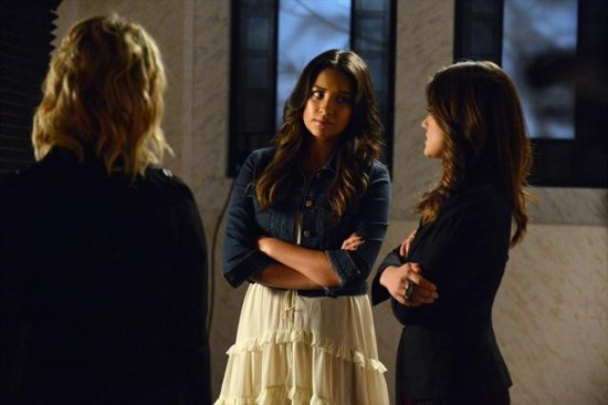 Pretty Little Liars Season 3 Episode 18 Dead to Me (4)