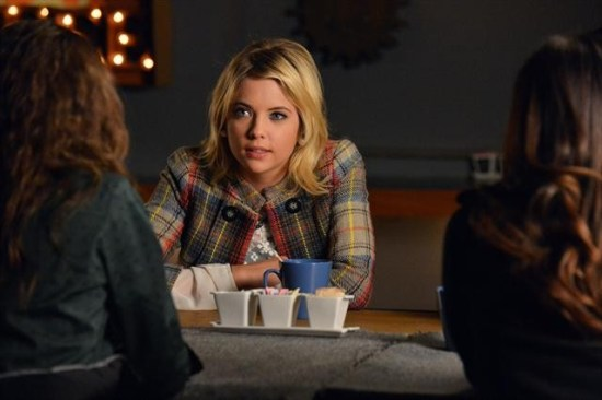 Pretty Little Liars Season 3 Episode 20 Hot Water (9)