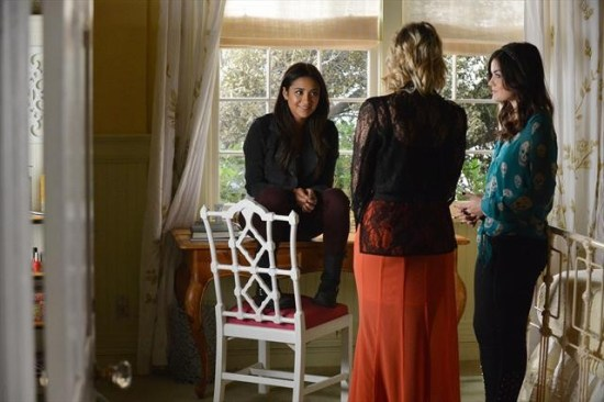 Pretty Little Liars Season 3 Episode 21 Out of Sight, Out of Mind (1)