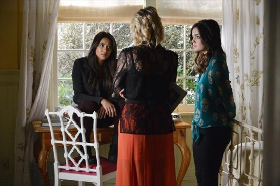 Pretty Little Liars Season 3 Episode 21 Out of Sight, Out of Mind (2)