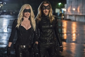 """Arrow -- """"Lost Souls"""" -- Image AR406B_0366b.jpg -- Pictured (L-R): Caity Lotz as Sara Lance and Katie Cassidy as Laurel Lance -- Photo: Cate Cameron/ The CW -- © 2015 The CW Network, LLC. All Rights Reserved."""