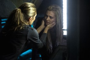 "The 100 -- ""Hakeldama"" -- Image HU305b_0211 -- Pictured (L-R): Paige Turco as Abby and Eliza Taylor as Clarke -- Credit: Cate Cameron/The CW -- © 2016 The CW Network, LLC. All Rights Reserved"