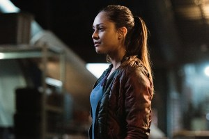 "The 100 -- ""Perverse Instantiation - Part One"" -- Image: HU315b_0236 -- Pictured:  Lindsey Morgan as Raven -- Photo: Dean Buscher/The CW -- © 2016 The CW Network, LLC. All Rights Reserved"