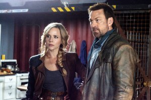 """DEFIANCE -- """"Upon the March We Fittest Die"""" Episode 313 -- Pictured: (l-r) Julie Benz as Amanda Rosewater, Grant Bowler as Joshua Nolan -- (Photo by: David Lee/Syfy)"""