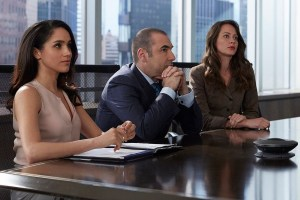 "SUITS -- ""Hitting Home"" Episode 507 -- Pictured: (l-r) Meghan Markle as Rachel Zane, Rick Hoffman as Louis Litt, Amy Acker as Esther -- (Photo by: Shane Mahood/USA Network)"