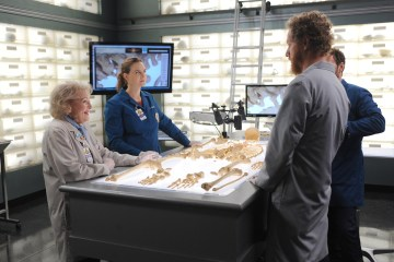 "BONES:  L-R:  L-R:  Guest star Betty White, Emily Deschanel and guest star Brian Klugman in the ""The Carpals in the Coy-Wolves"" episode of BONES airing Thursday, Oct. 22 (8:00-9:00 PM ET/PT) on FOX.  ©2015 Fox Broadcasting Co.  Cr:"